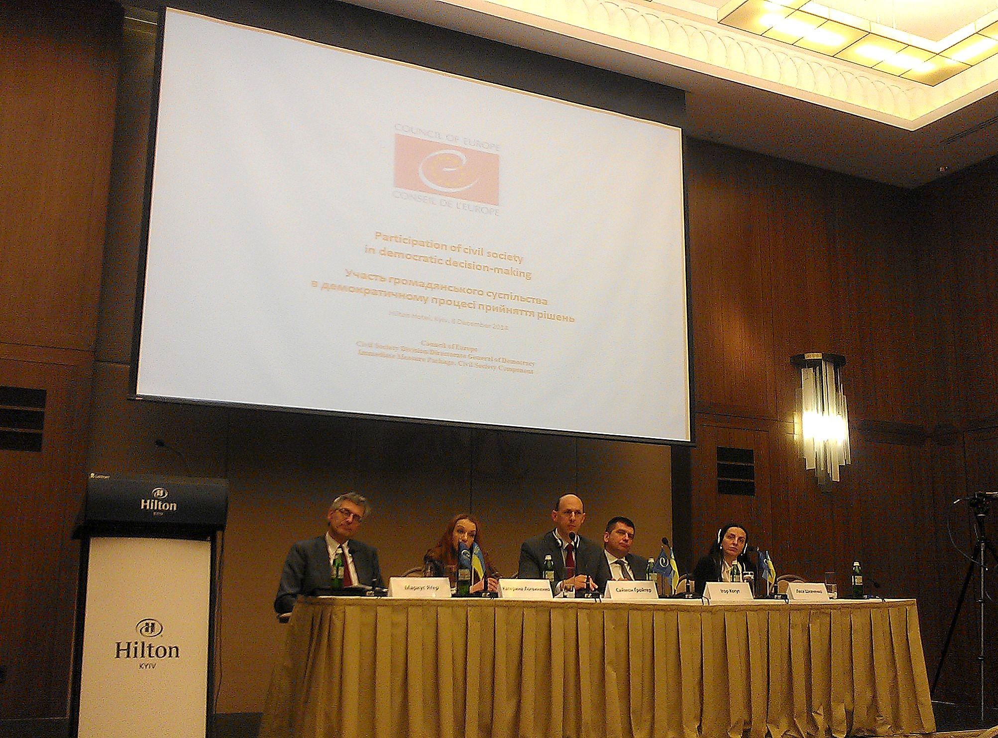 Circle_Discussion EU_Donbass_Dialogue_dec2014_2
